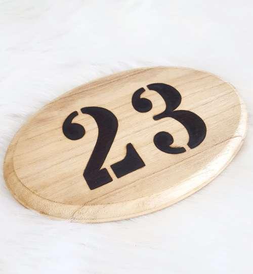 Huisnummerbord van hout