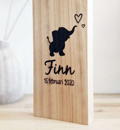 Naambord van hout met olifantje