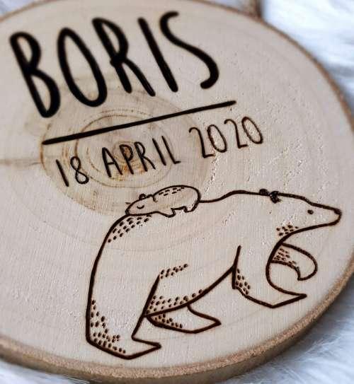 Naambord van hout rond met beer